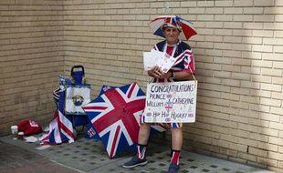 Les fans de la famille royale britannique campent devant la résidence de Kate et William, à Londres, le 12 juillet 2013.