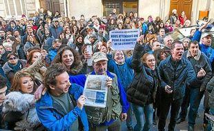 Lundi 3 février, plus d'une centaine de personnes se sont rassemblés devant le tribunal correctionnel de Marseille en attendant le jugement.