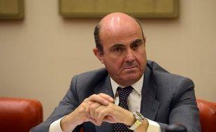 """Le gouvernement espagnol approuvera le 24 août les """"lignes générales"""" de la structure de défaisance ou """"bad bank"""" imposée en échange du plan européen d'aide à ses banques, qui pourra aller jusqu'à cent milliards d'euros, a annoncé dimanche le ministre de l'Economie Luis de Guindos."""