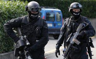 Les forces de l'ordre suisses sont à la recherche d'un forcené, à Bienne, jeudi 9 septembre 2010.