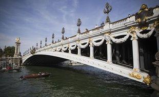 Le pont Alexandre III, Paris le 1er septembre 2013.