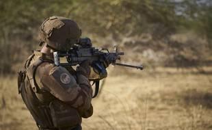 Un soldat de la force Barkhane à la frontière burkinabée, le 10 novembre 2019 (image d'illustration).