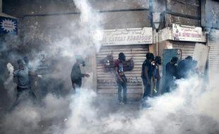 Des manifestants bahreïnis lors de heurts avec la police, le 30 janvier 2015, dans la périphérie de Manama