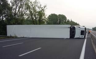 Le camion s'est couché sur les trois voies de circulation, bloquant totalement l'A9.