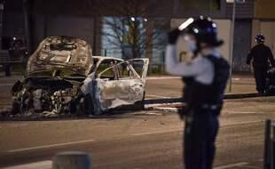 De nouveaux incidents ont émaillé dans la nuit de samedi à dimanche à Bron. (Illustration PHILIPPE DESMAZES / AFP)