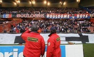 """Le plus âgé, 28 ans, a affirmé être """"membre du bureau des Boulogne Boys"""", la plus grosse association de supporteurs du PSG, où il serait entré en 1999, selon ses déclarations rapportées par le procureur."""