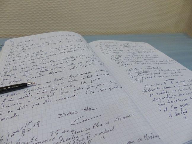 Un cahier de doléances à la mairie de Saint-André-de-Cubzac.