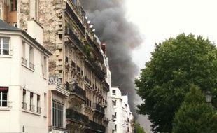Incendie d'une boutique de la rue de la Chapelle, dans le quartier Barbès à Paris, le 21 juin 2011.