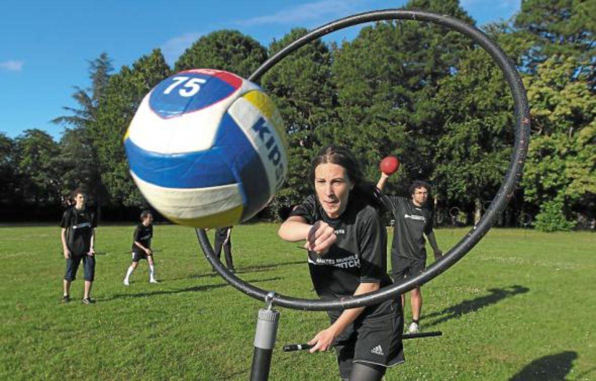 Les membres du Nantes Quidditch s'entraînent chaque semaine sur le campus du Tertre. –  F. Elsner/20 Minutes