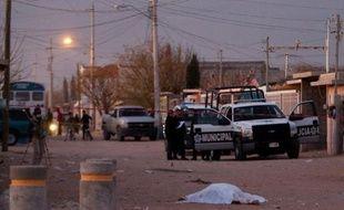 Environ 12.000 personnes ont trouvé la mort en 2011 au Mexique en liaison avec le crime organisé, selon des chiffres publiés lundi par plusieurs journaux.