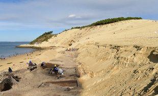 La célèbre dune du Pilat, sur le Bassin d'Arcachon, fait l'objet de fouilles archéologiques.