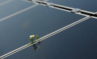 Le groupe pétrolier Total va aider ses employés en France à équiper leur domicile en panneaux photovoltaïques, fabriqués par sa filiale dédiée à l'énergie solaire SunPower.
