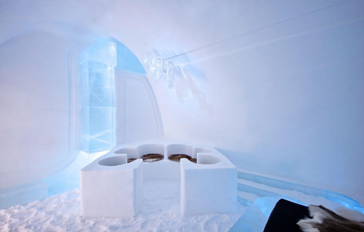 La suite confort de l'IceHotel Jukkasjärvi en Suède, réalisés par Luc Voisin et Mathieu Brison, deux architectes lyonnais. – Ateliers KumQuat
