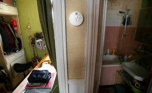 Photo prise le 26 février 2010 d'un détecteur de fumée dans un appartement à Paris