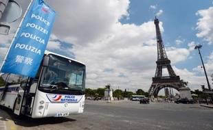 136 personnes ont été interpellées lors du week-end du 15 août à Paris, soupçonnées de se livrer à la vente à la sauvette, au vol à la tire ou aux escroqueries visant des touristes, a annoncé mardi la préfecture de police (PP).