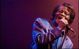 """La dépouille du """"parrain de la soul"""" James Brown sera exposée jeudi à New York dans la salle de concert Apollo Theater, a-t-on appris mardi auprès de sa maison de disques."""