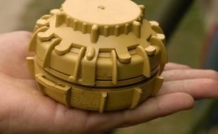 Une mine antipersonnel présentée lors d'un salon de la Défense. Illustration.