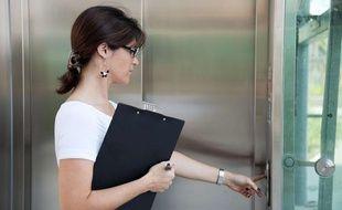 Illustration d'une femme en entreprise