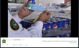 Capture d'écran d'une photo publiée sur le compte des douanes saoudiennes de canettes d'Heineken dissimulées sous des autocollants aux couleurs de Pepsi.