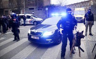 Les forces de police à Molenbeek alors que Salah Abdeslam vient d'être arrêté le 18 mars 2016