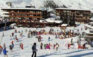 """Malgré la crise, la saison de ski qui vient de s'achever est jugée """"globalement bonne"""" par les professionnels, notamment des Alpes du nord et du Jura, profitant d'une neige abondante, à l'inverse des Alpes du sud qui ont souffert du manque d'ennneigement."""