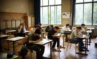 Des lycéens au lycée La Fontaine à Paris, le 17 juin 2010.