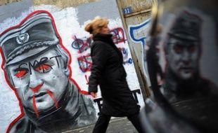 """Ratko Mladic était jadis considéré comme un """"héros"""" en Serbie mais désormais, parmi ses compatriotes, très peu se soucient de son procès pour génocide qui s'ouvre mercredi devant le Tribunal pénal international pour l'ex-Yougoslavie."""