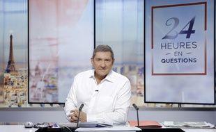 Le journaliste Yves Calvi présente l'émission quotidienne « 24 heures en questions » sur LCI durant la saison 2016-2017.