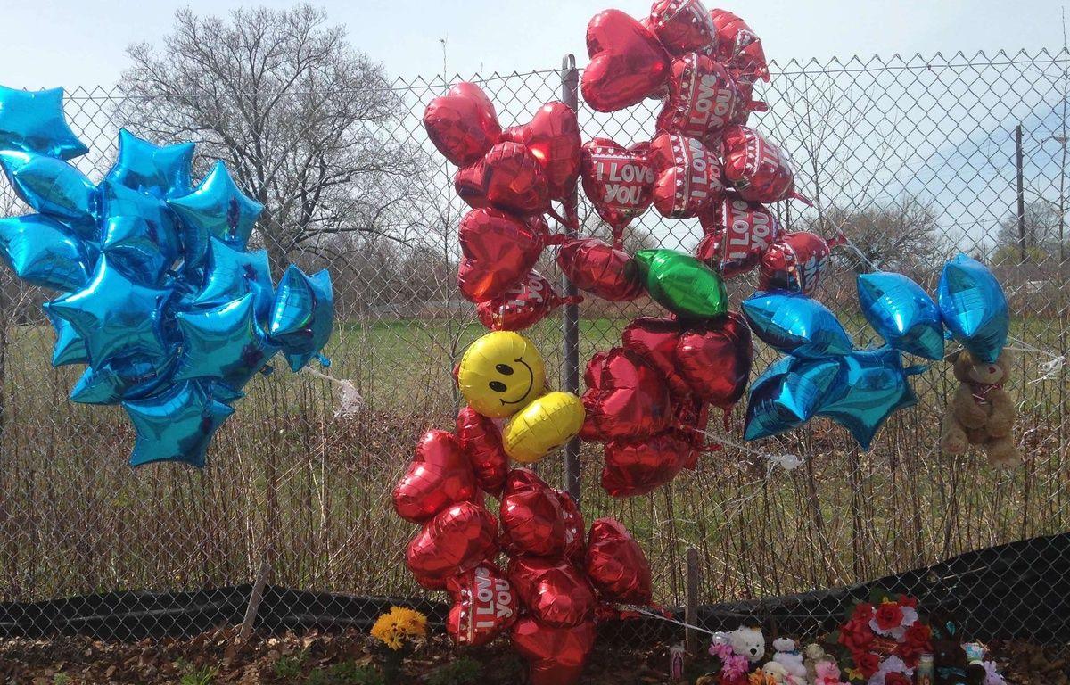Des ballons et des fleurs déposés près du lieu du meurtre de Robert Godwin, à Cleveland, le 17 avril 2017. – Mike Householder/AP/SIPA