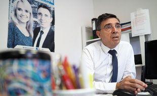 L'élu Philippe Rossini dans sa permanence de Nice-Est