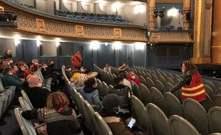 Les militants occupent le théâtre Graslin depuis mercredi midi.