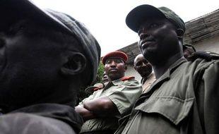 Le chef rebelle Bosco Ntaganda, soupçonné d'atrocités en RDCongo en 2002 et 2003, est arrivé vendredi soir au centre de détention de la CPI après avoir quitté le Rwanda en début d'après-midi, sa première comparution à La Haye ayant déjà été fixée à mardi.