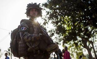 Le 17 décembre 2013, un soldat français déployé en Centrafrique arbore un slogan nazi sur son uniforme.