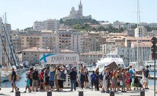 Des touristes sur le Vieux-port de Marseille (archives)