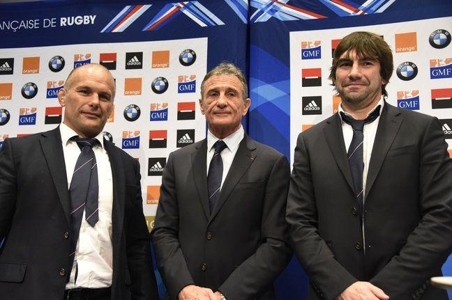 Guy Novès, le sélectionneur du XV de France, entouré de ses adjoints Yannick Bru et Jean-Frédéric Dubois, le 19 janvier 2016.