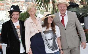 L'équipe du film «We Need to talk about Kevin» au complet pour le photocall cannois: (de gauche à droite) Ezra Miller, Tilda Swinton, Lynne Ramsay et John C. Reilly.