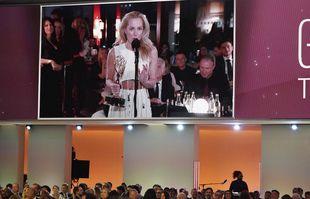 Gillian Anderson en duplex de Londres pour les 73e Emmy Awards, le dimanche 19 septembre 2021, à Los Angeles