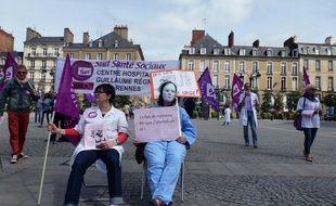 Une trentaine de salariés de Guillaume Régnier a manifesté ce lundi sur la place de la Mairie.