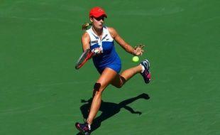 Les Françaises Mathilde Johansson et Alizé Cornet ont été éliminées jeudi en quarts de finale du tournoi WTA de Canton, tandis que la prometteuse anglaise Laura Robson s'est qualifiée pour les demi-finales en battant une deuxième Chinoise en deux jours.