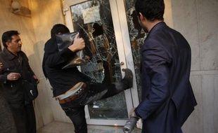 """La France a décidé de """"rappeler en consultation"""" son ambassadeur en Iran et a réitéré au chargé d'affaire iranien à Paris les plus fermes condamnations du saccage de l'ambassade britannique à Téhéran, a déclaré mercredi soir le porte-parole du ministère des Affaires étrangères."""