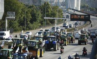 Les agriculteurs en route pour Paris, le 3 septembre 2015 sur l'A10 à hauteur de Saint-Arnoult-en-Yvelines
