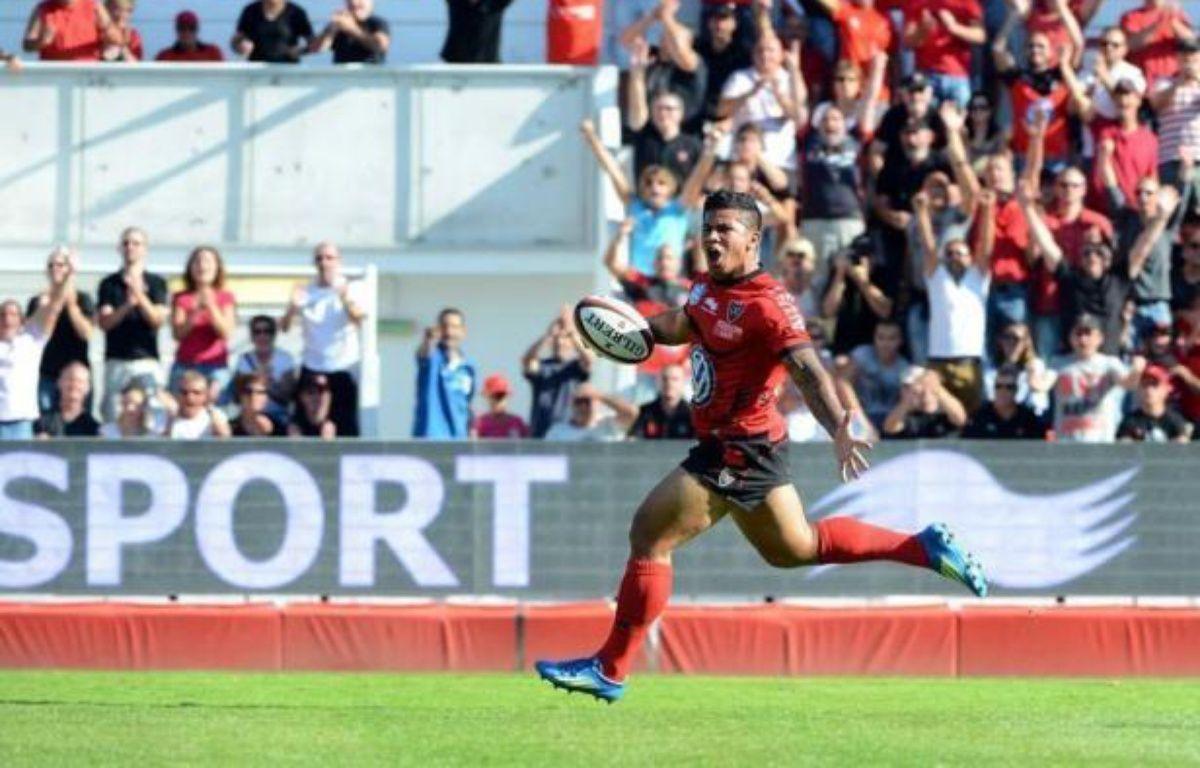 Toulon a consolidé samedi sa première place du Top 14 en enchaînant une sixième victoire en six journées, assortie du bonus offensif, face à Castres (33-12), tandis que le Stade Français a renoué avec le succès face à Perpignan (34-24) après quatre matches sans victoire. – Gérard Julien afp.com