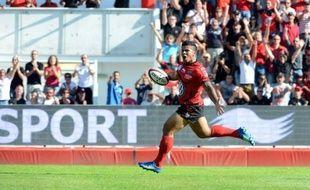 Toulon a consolidé samedi sa première place du Top 14 en enchaînant une sixième victoire en six journées, assortie du bonus offensif, face à Castres (33-12), tandis que le Stade Français a renoué avec le succès face à Perpignan (34-24) après quatre matches sans victoire.