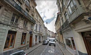 Le voleur a été interpellé rue Basse, à Lille.