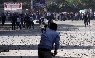 Des appels à de grandes manifestations concurrentes ont été lancés pour mardi. L'opposition laïque et libérale doit se rassembler sur la place Tahrir, site emblématique de la révolte qui a abouti au départ de Hosni Moubarak en février 2011. Les islamistes ont décidé de se retrouver près de l'université du Caire, dans le quartier de Guizeh, sur l'autre rive du Nil.