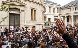Des étudiants bloquent un des sites de Lyon 2, le 12 avril 2018. Credit:KONRAD K./SIPA/