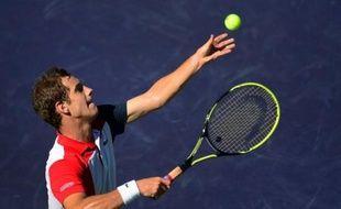 Richard Gasquet, tête de série N.8, s'est qualifié samedi pour le 3e tour du Masters 1000 de Miami (dur) en battant 7-5, 6-2 le Belge Olivier Rochus, 145e mondial et issu des qualifications.