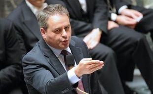 """Xavier Bertrand, ministre du Travail et de la Santé s'est inquiété mercredi sur RTL des """"incertitudes et des indécisions"""" créées par l'annonce d'un référendum en Grèce qui peut déstabiliser l'économie et l'euro en particulier."""