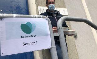 Simon, utilisateur de l'application Too Good To Go, est venu chercher des plats restants à la cuisine centrale de Toulouse.