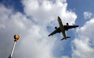 Un Boeing 737 se prépare à atterrir à l'aéroport de Paris-Orly (illustration).